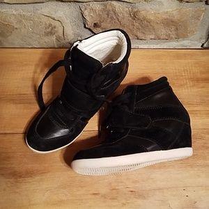 Olsenboye Sneaker wedges.